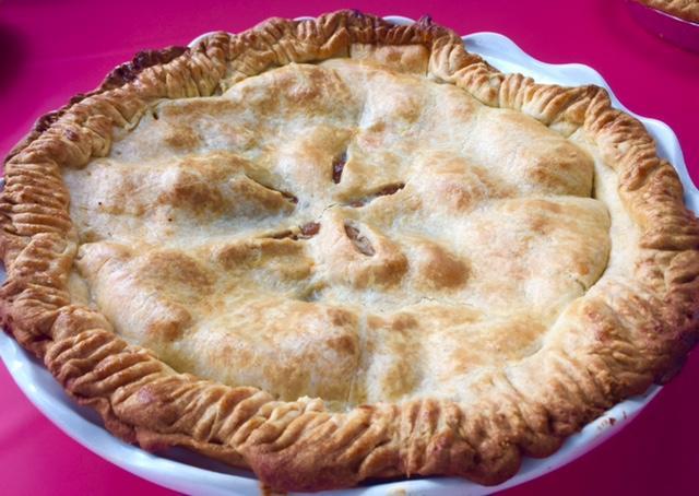 Amelia Bedilia Apple Pie - Brigitte Lifson